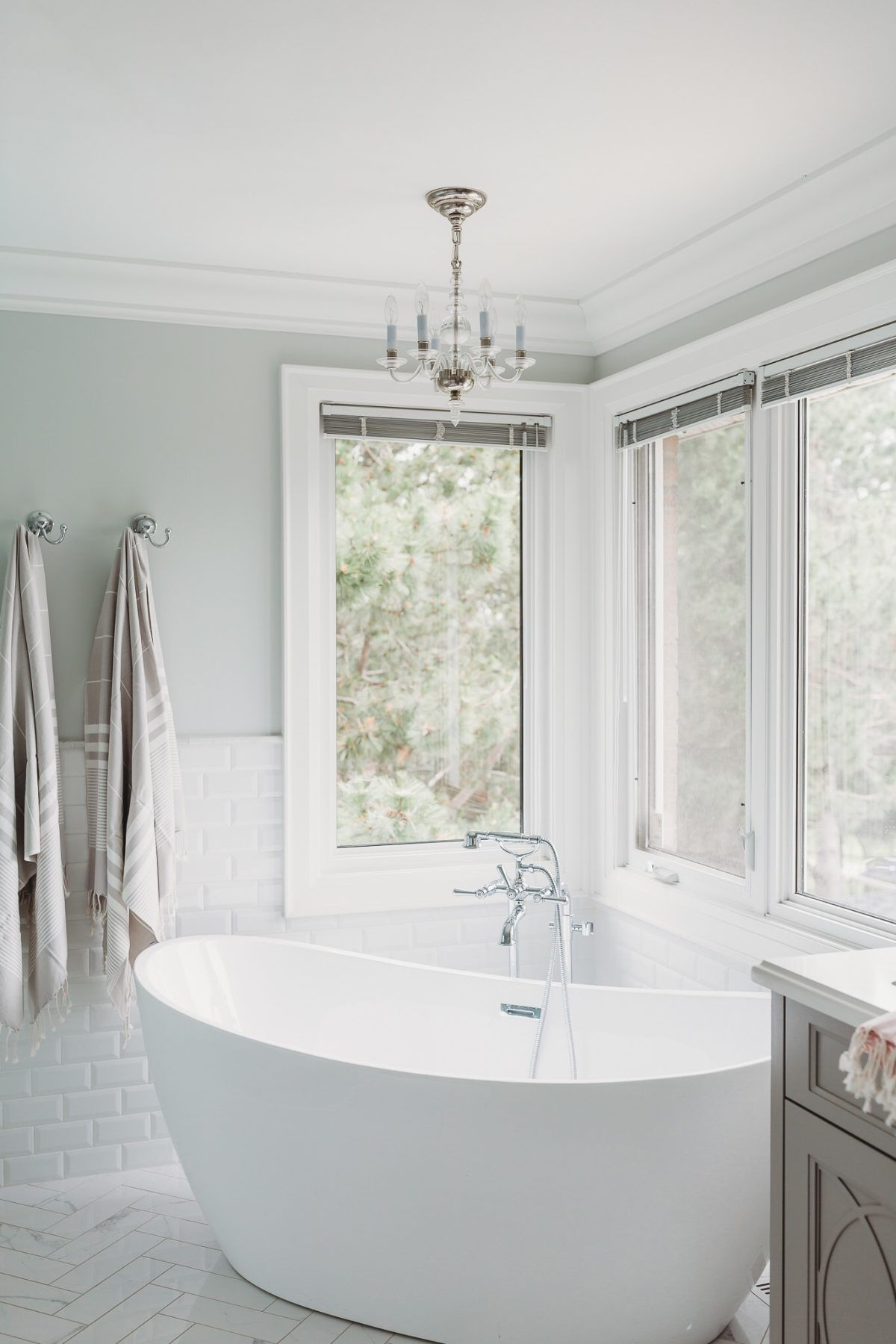 Read Original Story A Toronto Fixer Upper With Ridiculously Beautiful Natural Light Previous Next Mo In 2020 Bathroom Remodel Cost Bathroom Colors Fixer Upper Bathroom
