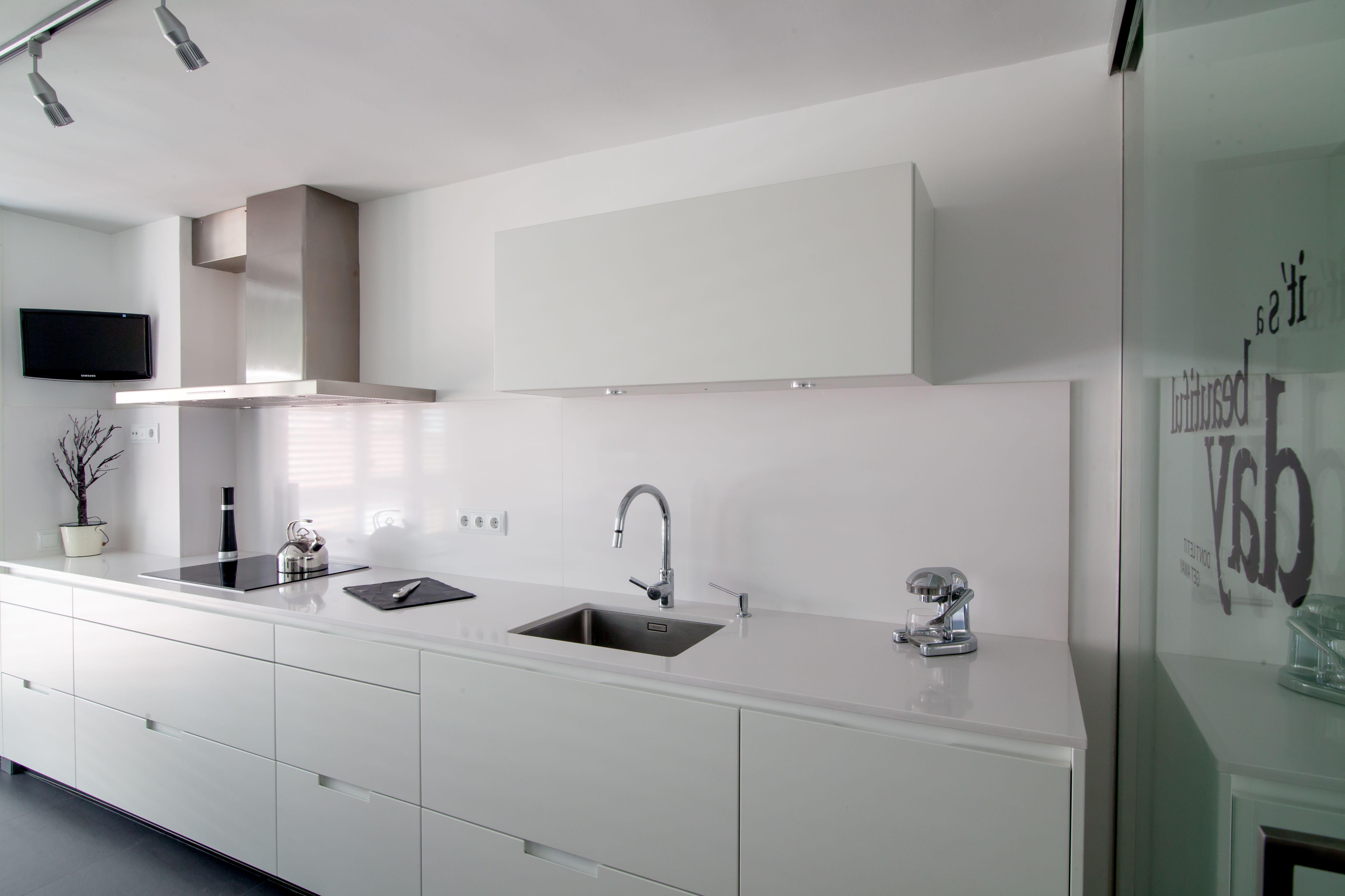 SANTOS kitchen | White silk matt Minos model by Clysa Proyectos Integrales http://www.clysa.com/index2.html