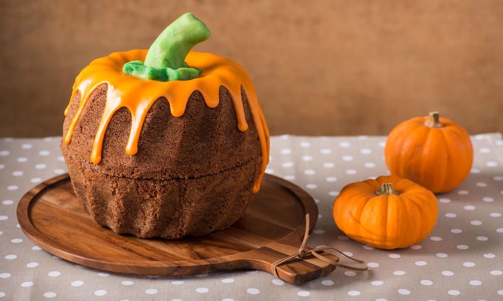 Halloween-Rezept: Witziger Kuchen-Kürbis - DAS HAUS