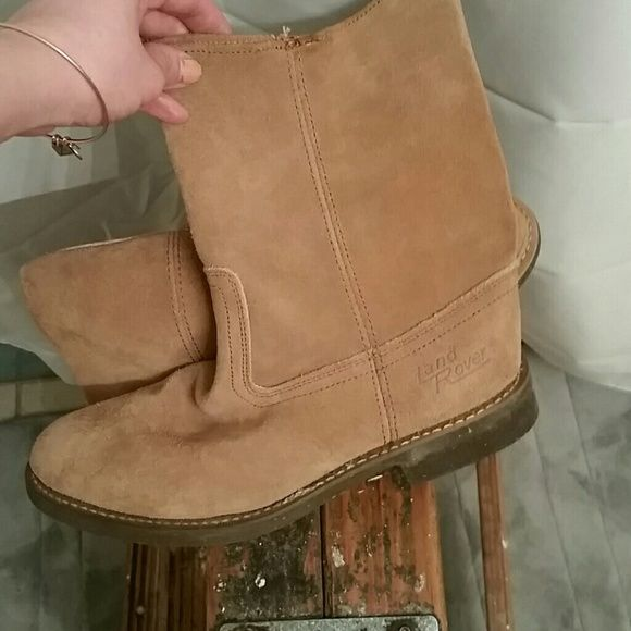 Land Rover Leather Boots Size 40EU=10 US. EUC Land Rover Leather Boots Size 40EU= 10 US. EUC. Beautiful Suede Leather boot. Light Camel color. No trades please  No off-site transactions  Price absolutely firm unless you bundle  ***One time steal of the day*** Land Rover  Shoes Winter & Rain Boots