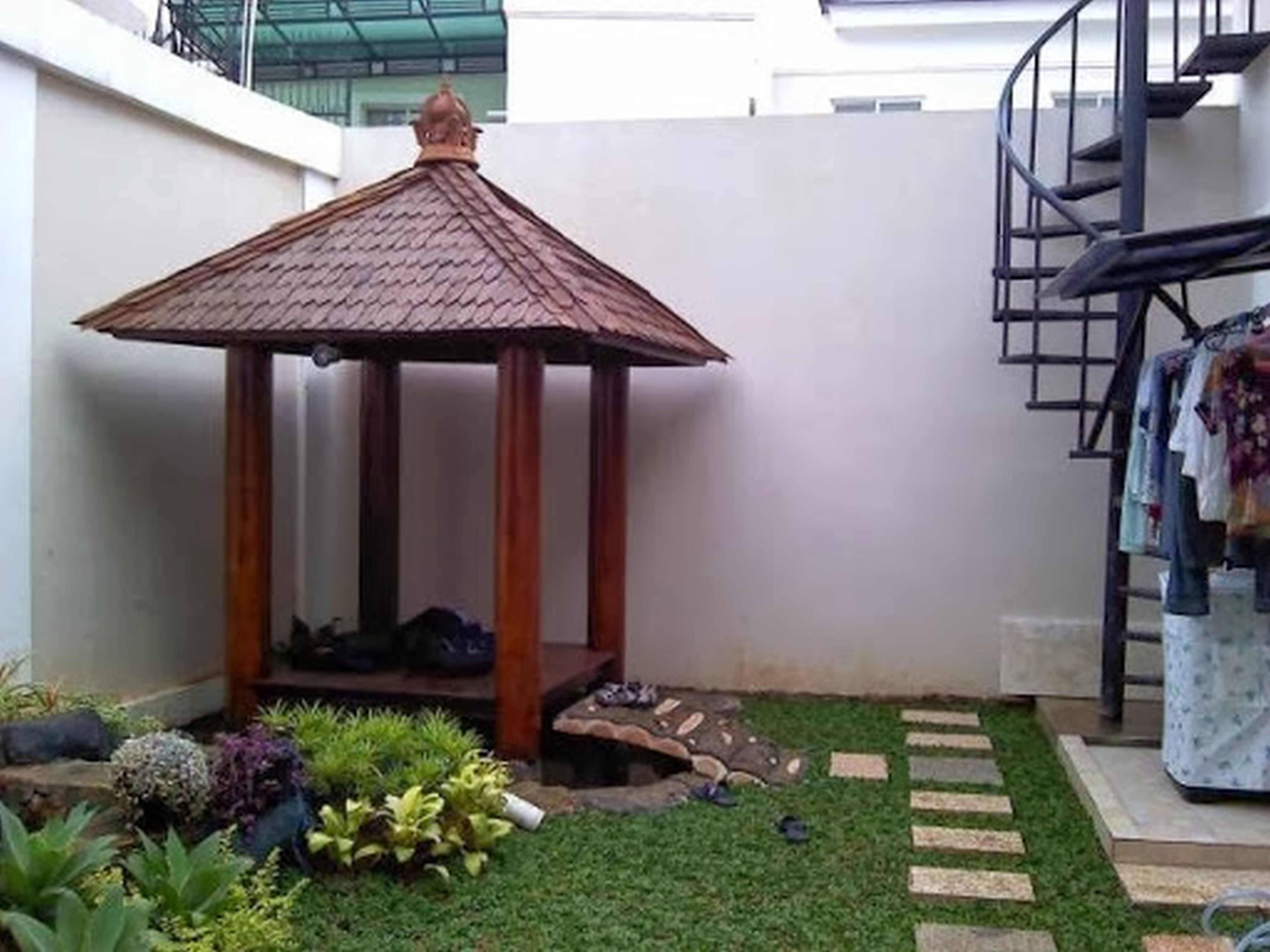 Decoration Modern Design Outdoor Canopy Small Gazebo With Roof And Poles Beside High Wall Also & Decoration Modern Design Outdoor Canopy Small Gazebo With Roof ...