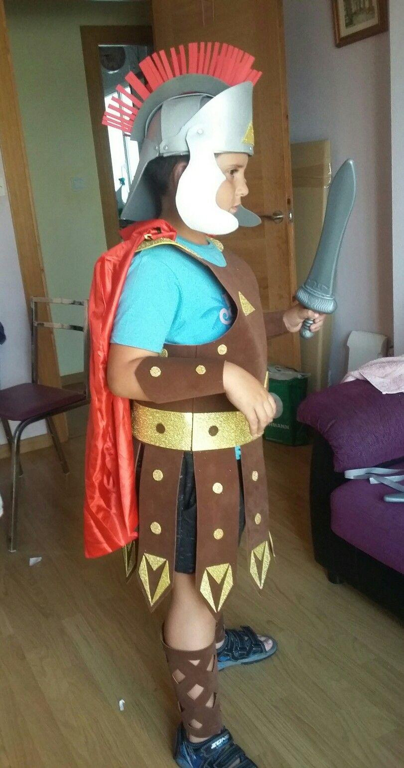 Disfraz de gladiador casero de goma eva | casco | Pinterest | Goma ...