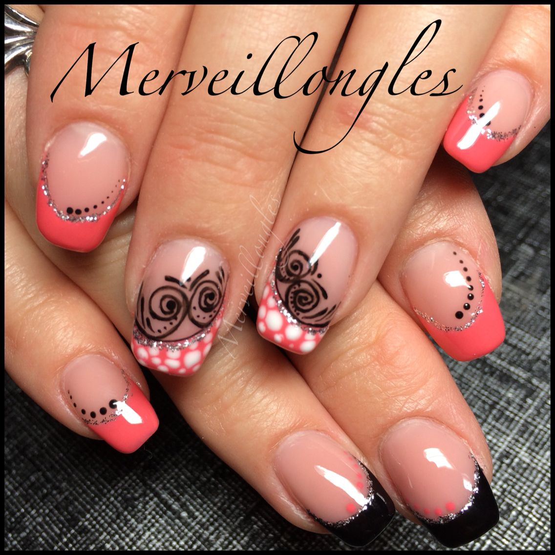 Faux ongles gel uv corail pois arabesques