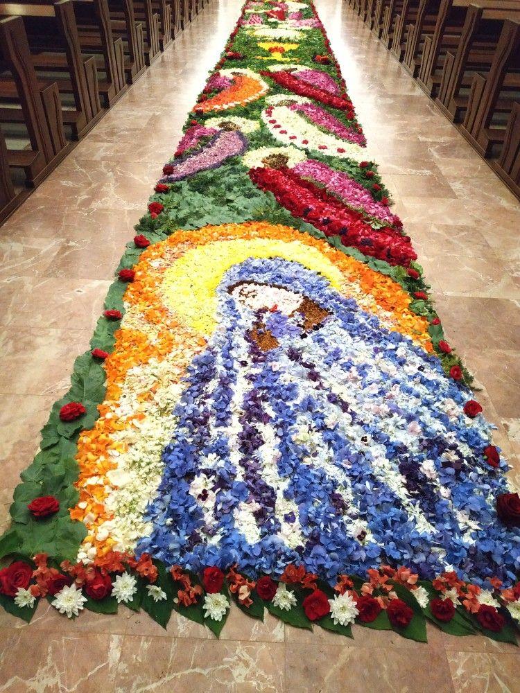 Pin By Ewa Morka On Boze Cialo Holiday Decor Bohemian Rug Decor