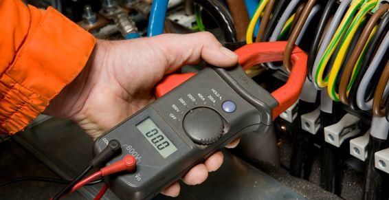 Pour l\u0027installation et la maintenance du circuit électrique dans