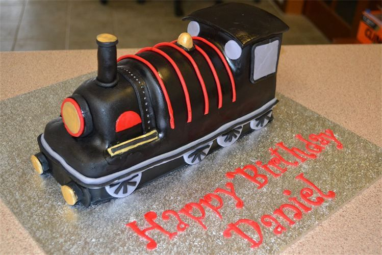 Train Engine Cake Images : train engine cake Train Cakes Pinterest Cakes ...