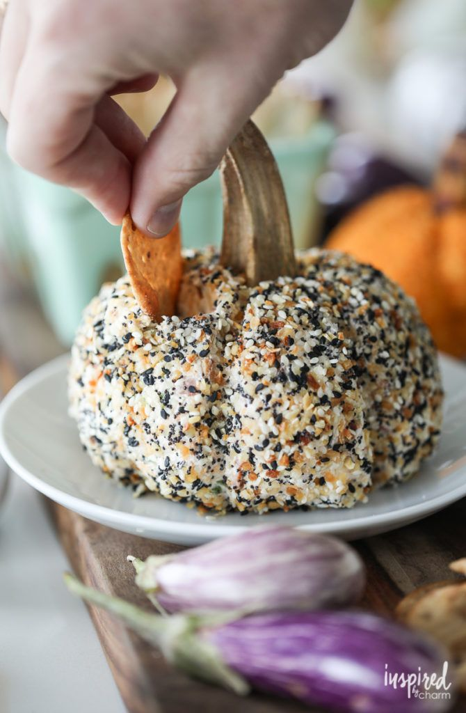 A Fall-inspired and pumpkin shaped cheeseball recipes for entertaining. Everything Bagel Pumpkin Cheeseball #autumn #fall #halloween #appetizer #recipe #everythingbagel #pumpkin #cheeseball #cheese #thanksgivingrecipes