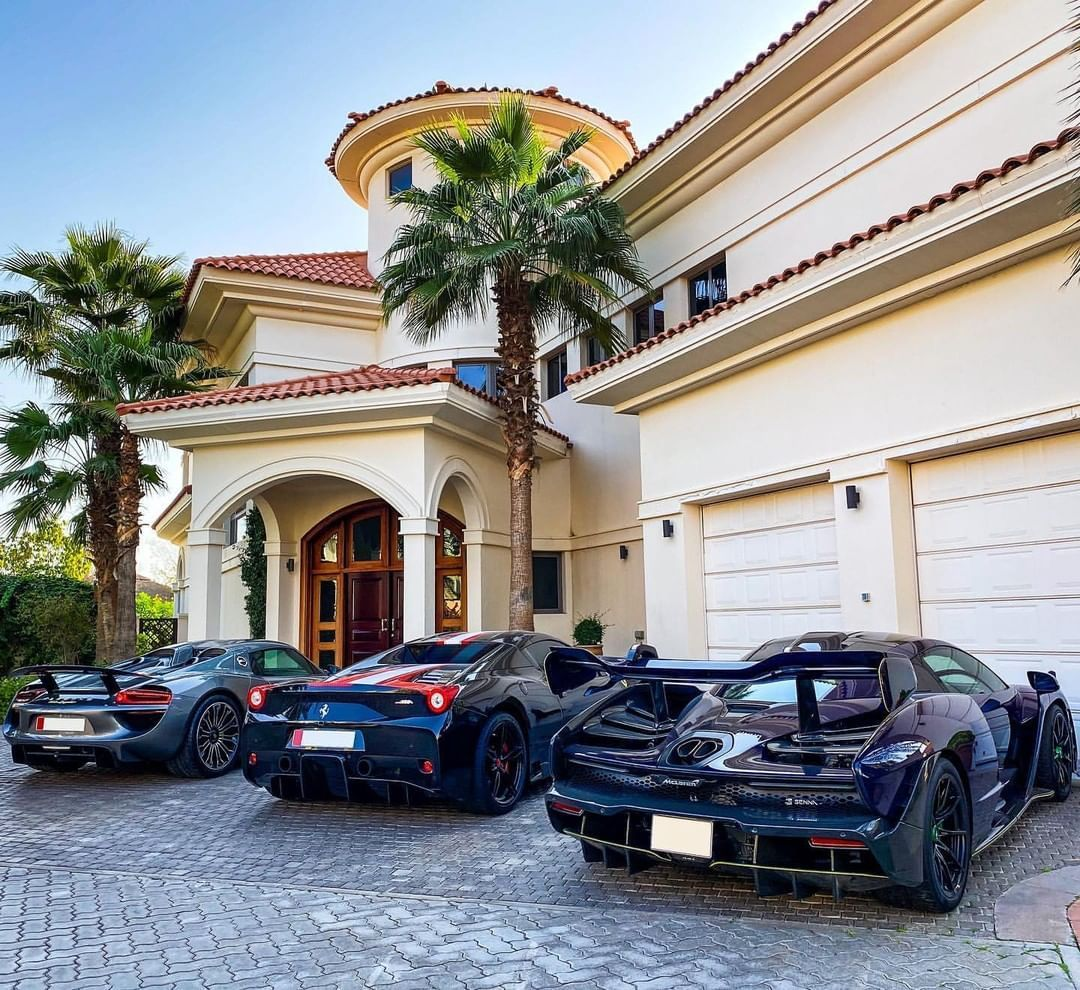 The Fast Life In 2020 Super Luxury Cars Dubai Cars Dubai Beach