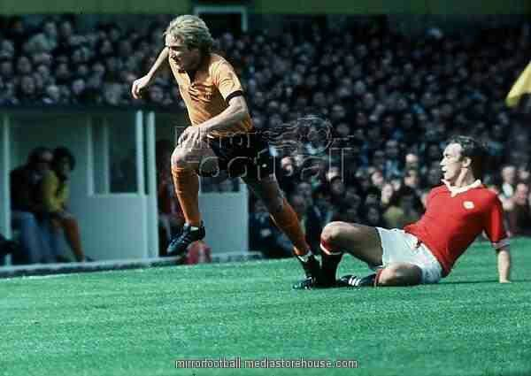 Wolves 0 Man Utd 2 in Aug 1975 at Molineux. United's return to Division 1 ends in a great win #Div1