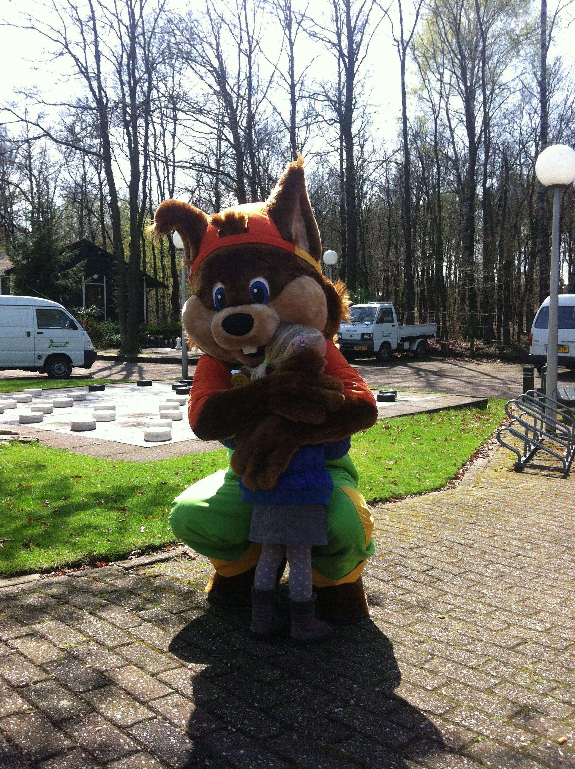 Geef Ekkie Eekhoorn een dikke knuffel!