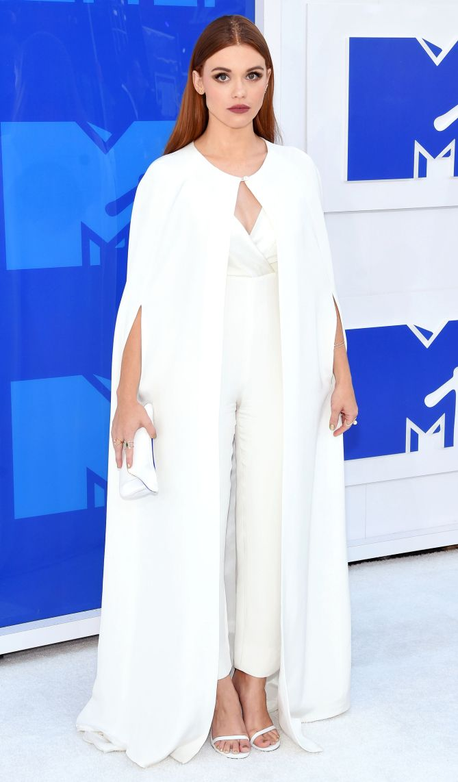 Mtv Vmas 2016 Best Dressed Stars Holland In A Kayat White Jumpsuit And Cape