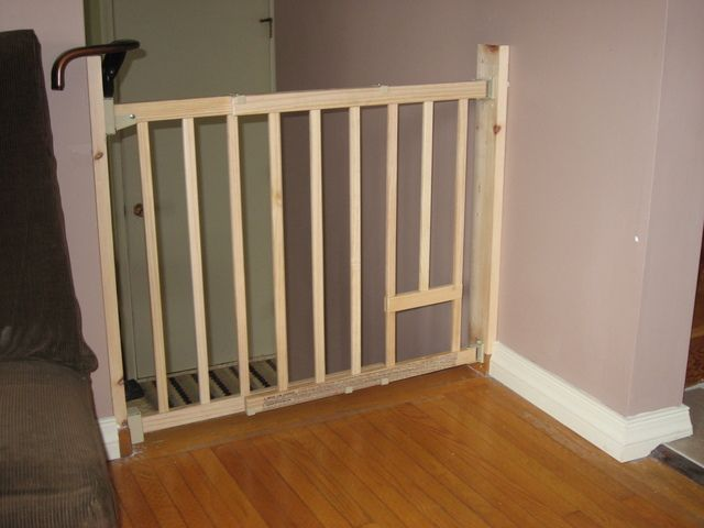 Baby Gate / Cat Access   Evenflo Wooden