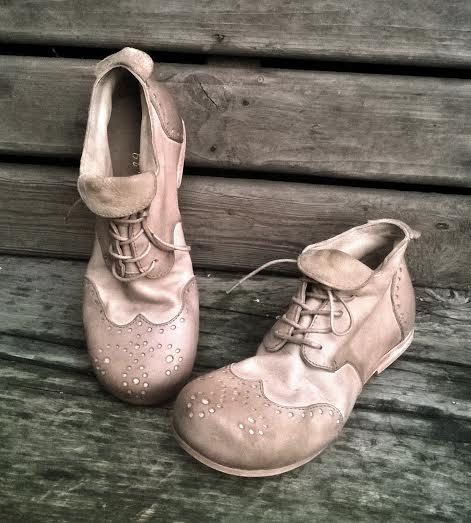 Handmade brogue shoes Vintage beige by woolicity on Etsy