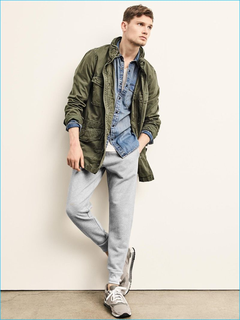 Military Style Trending Gap Makes A Case For The Fatigue Jacket Jackets Men Fashion Mens Military Jacket Military Fashion [ 1066 x 800 Pixel ]