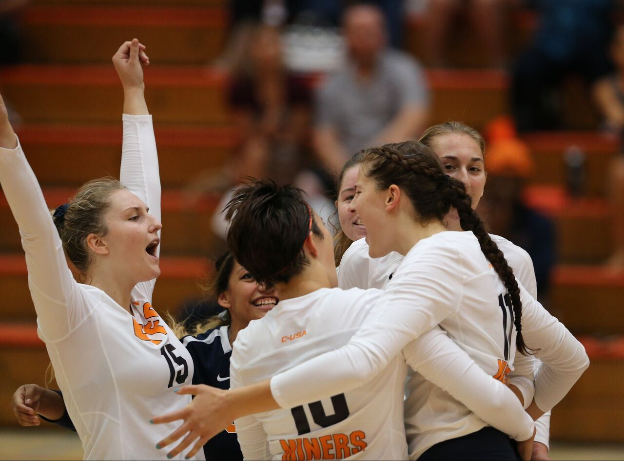 The Utep Volleyball Team 3 9 Split The Final Day Of Its Golden State Road Trip With A Thrilling Five Set Victory Over San Diego St California Travel Road Trips