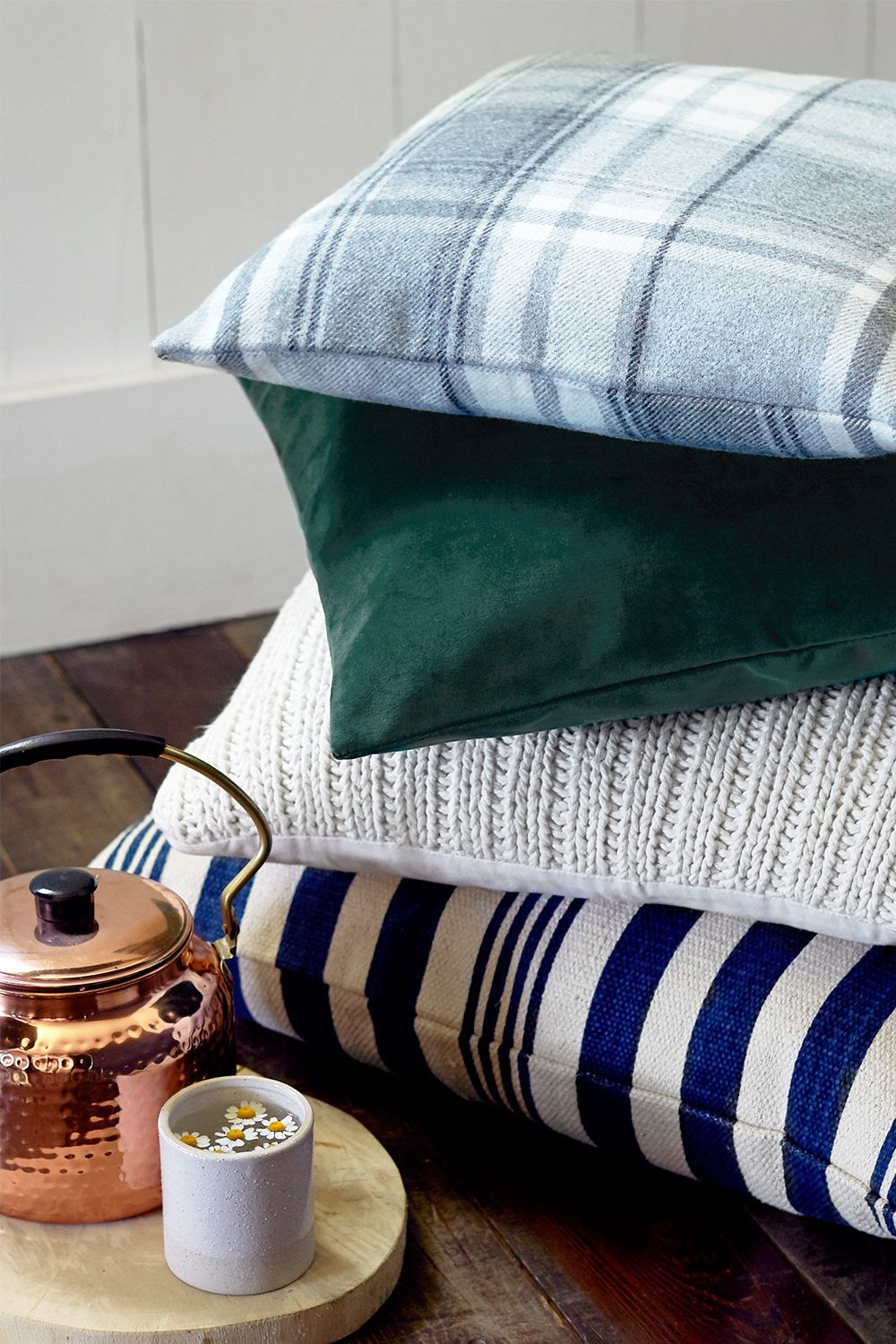 Farmhouse style throw pillows for your bedroom in 2020
