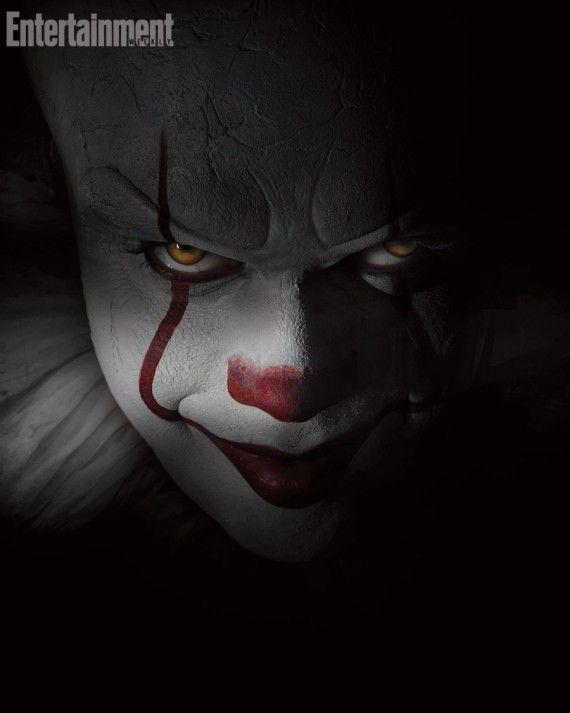 Ca Une Premiere Image De Bill Skarsgard Dans La Peau Du Terrifiant Clown Tueur D Enfants