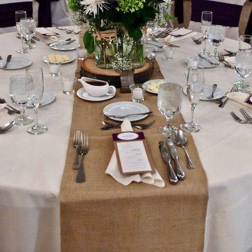 Ordinaire Hessian Table Runner On Round Table, White Table Cloth And Wildflowers.  Loves