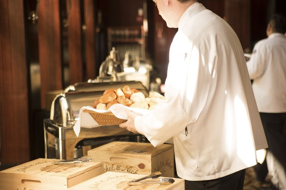 שירות במסעדה חלק מהחוויה pinterest catering companies packing