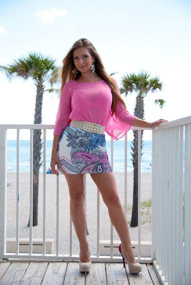 Ehort skirt strip tease