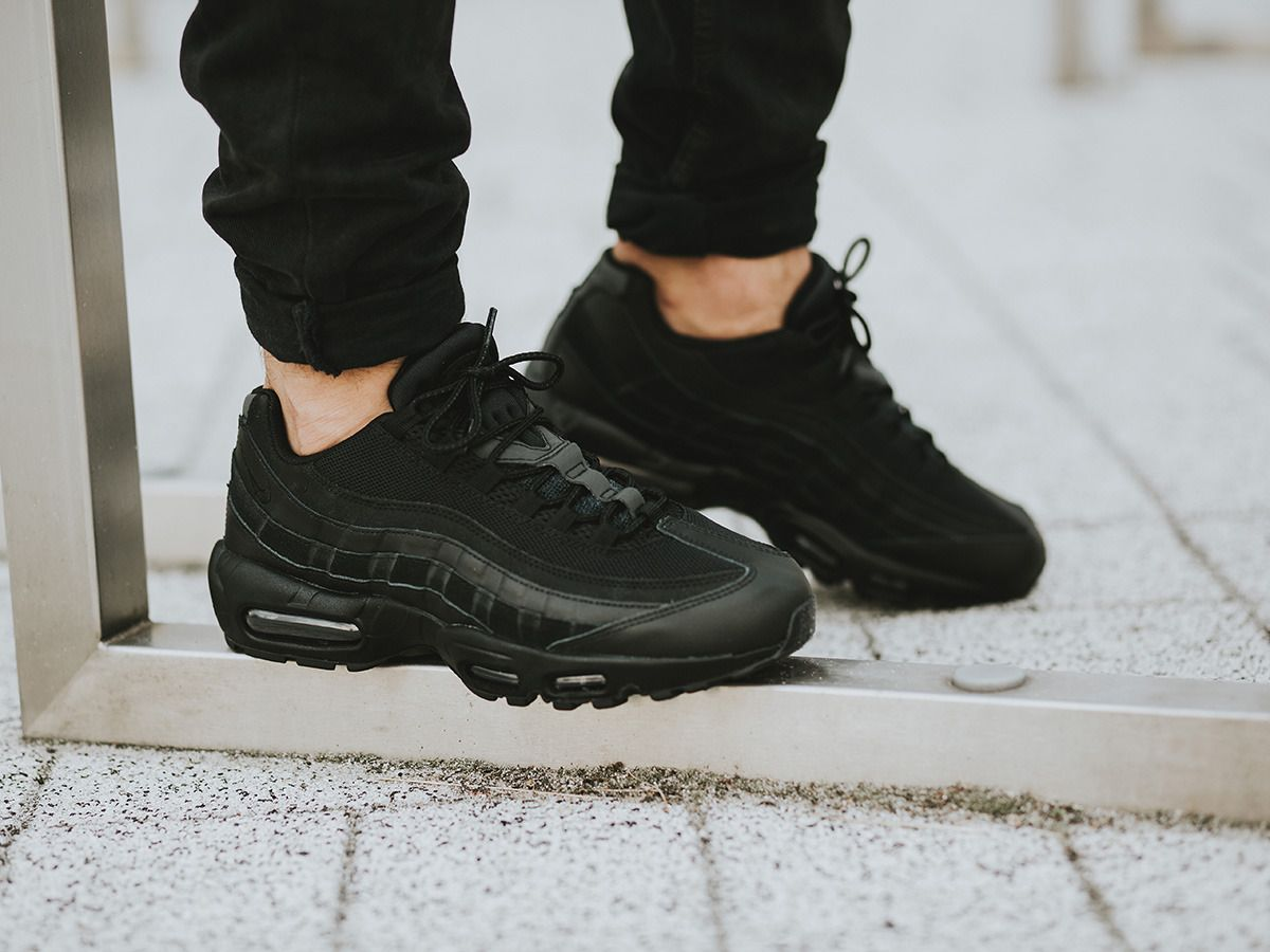 nike air max 95 essenziale mens i formatori in nero pinterest