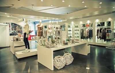 308b2c280b small clothing boutique design - Google Search
