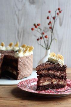 Schoko-Torte - Schokoladen-Rührteig-Boden mit Schokoladen-Ganache und Bananen