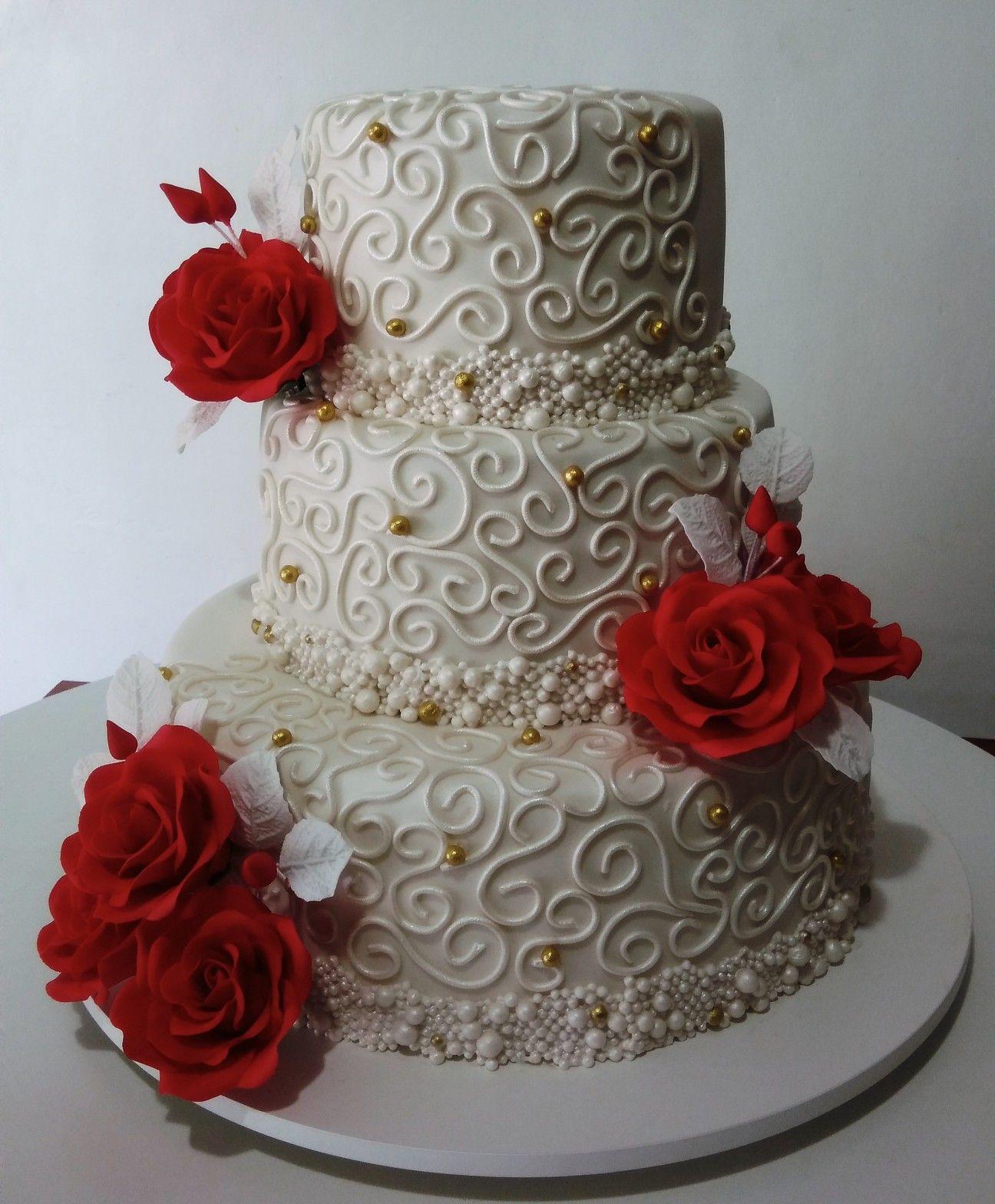 Bolo Casamento Com Rosas Vermelhas E Bordados Com Imagens