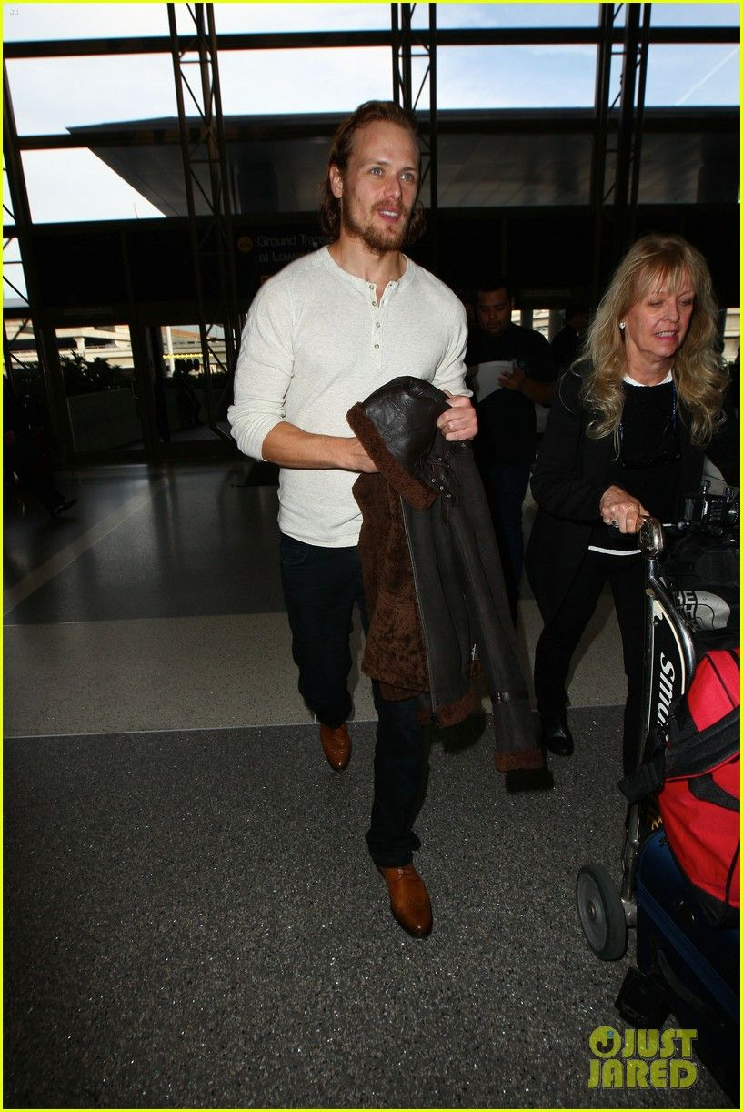 outlanders sam heughan heads out of town 04 Sam Heughan gives his fans the thumbs up as he heads out of LAX Airport on Sunday (January 18) in Los Angeles. The 34-year-old Outlander actor posted a photo…