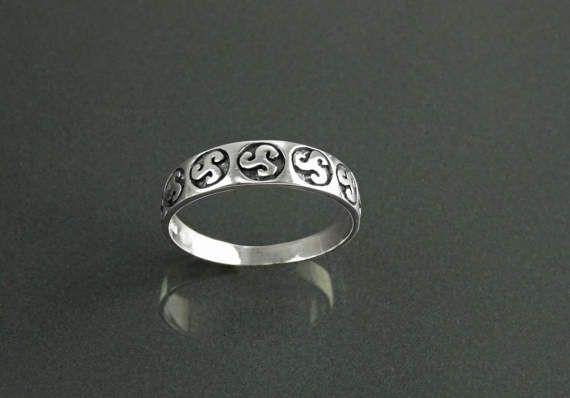 Souvenirs of France Celtic Triskel of Brittany Signet Ring
