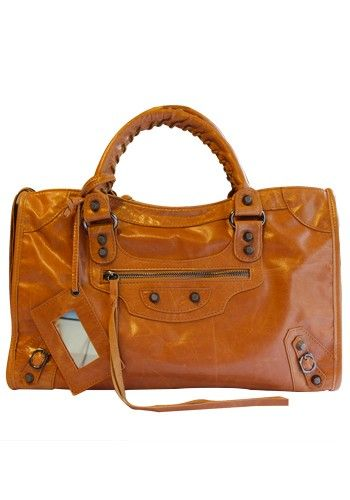 667bf5d42677 The Route 66 Trendy Cowhide Leather Bag Camel