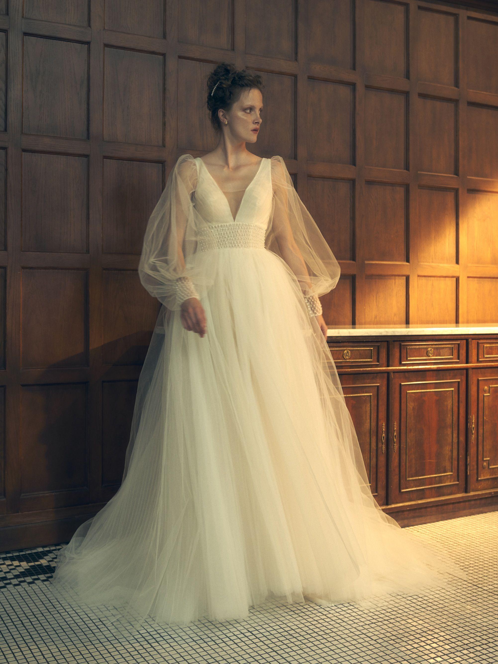 Poetic Wedding Dress Poet Sleeve Wedding Dress Wedding Dresses Prom Dresses With Sleeves [ 2668 x 2002 Pixel ]