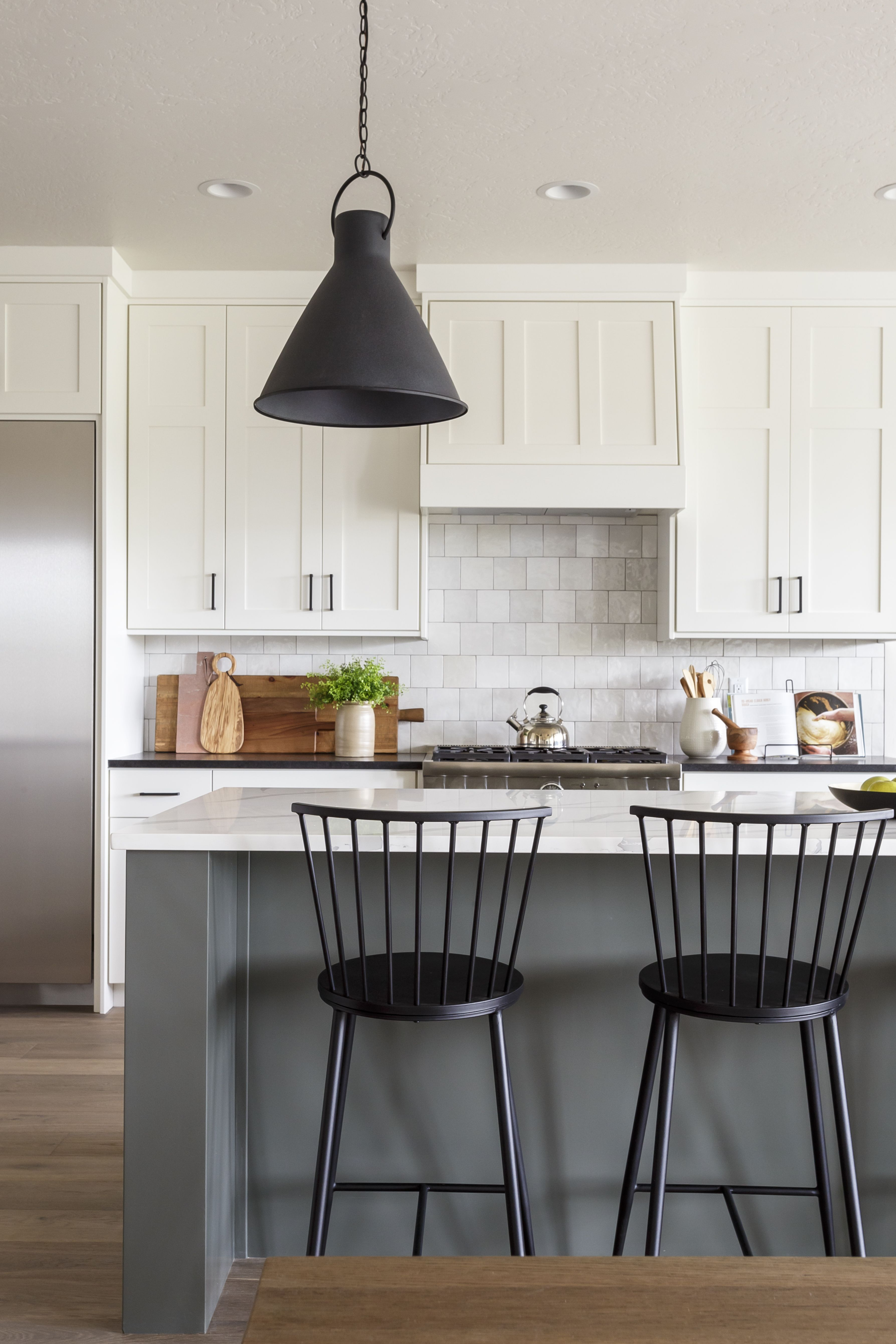 Alturas Homes Clearwater In 2020 Black Kitchen Countertops White Kitchen Design Stools For Kitchen Island
