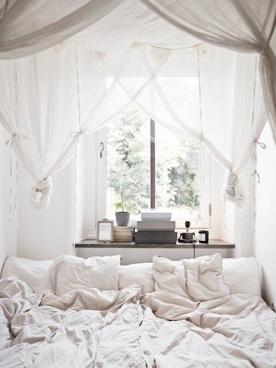 Light Bright A Gallery Of All White Bedrooms All White Bedroom Tiny Bedroom Home Bedroom