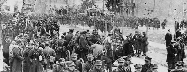 Varsovia cae en manos de Hitler tras 27 días de campaña militar