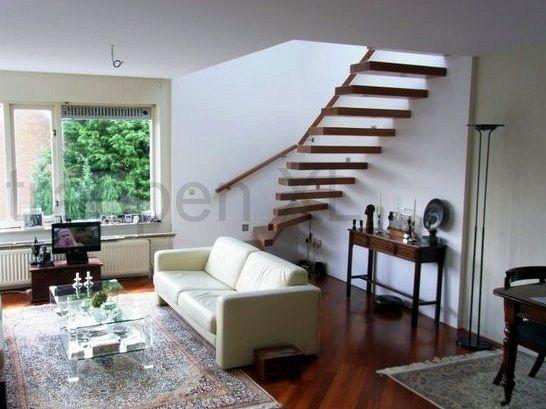 zwevende onderkwart trap gemonteerd te den haag intieur