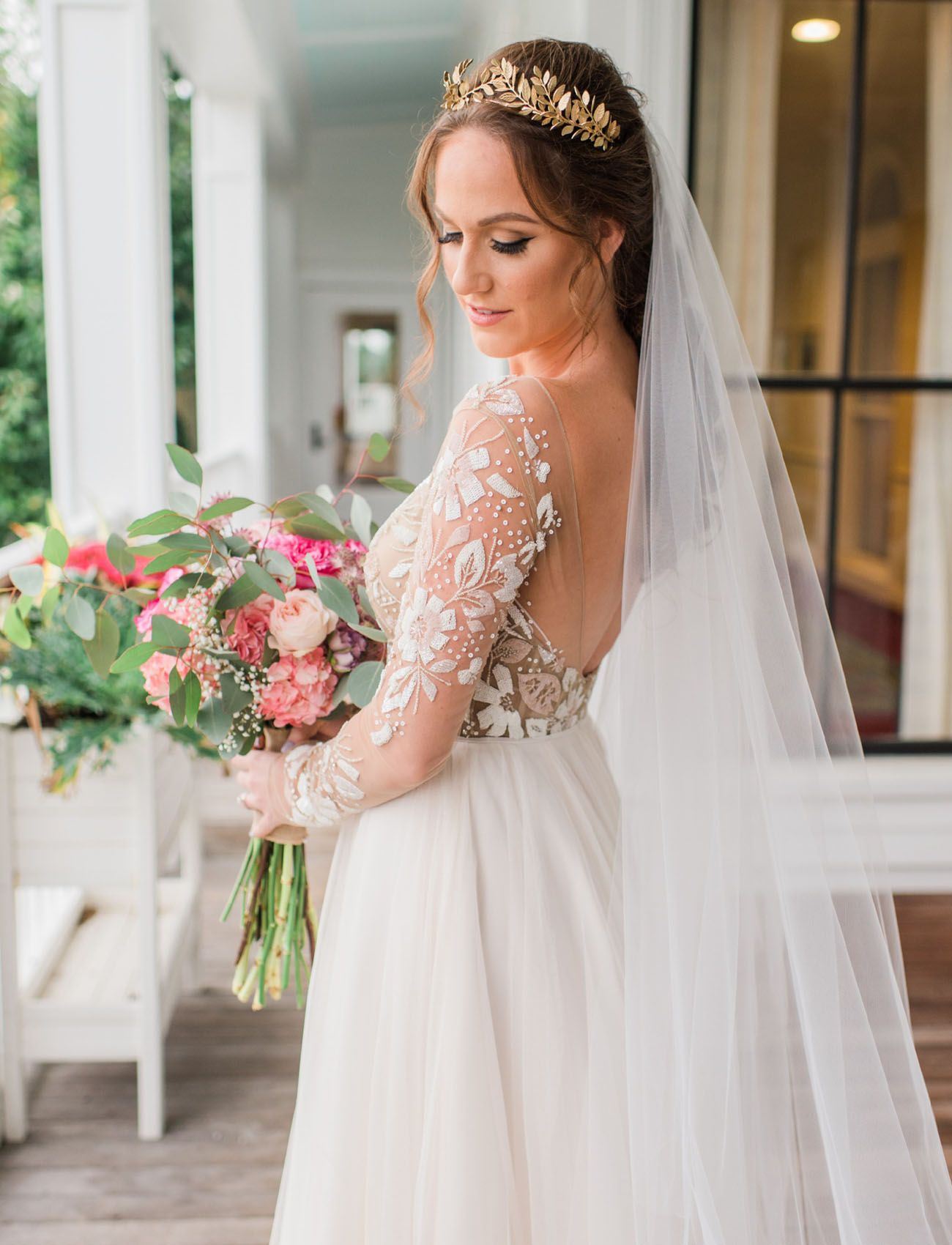 Get Your Dream Wedding Dress For Less With Still White Green Wedding Shoes Cheap Wedding Dress Second Hand Wedding Dresses Wedding Dresses [ 1700 x 1300 Pixel ]