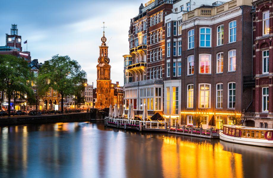 Canal in Amsterdam 4K Ultra HD wallpaper 4kWallpaper