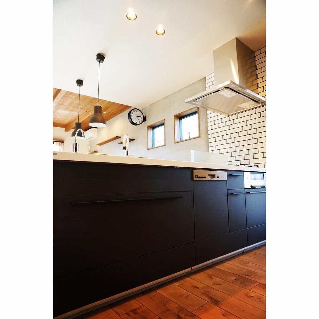 キッチン は リクシル の アレスタ です ブラックの木目を
