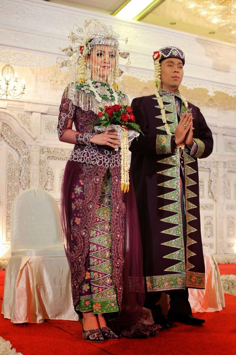 Indonesia (Betawi)  Pengantin, Pose perkawinan, Pakaian