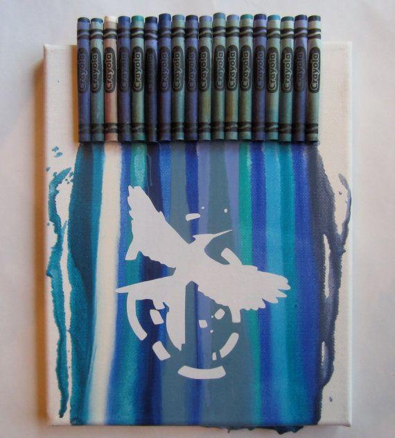 The mockingjay melted crayon art!!! I gotten make this!!!