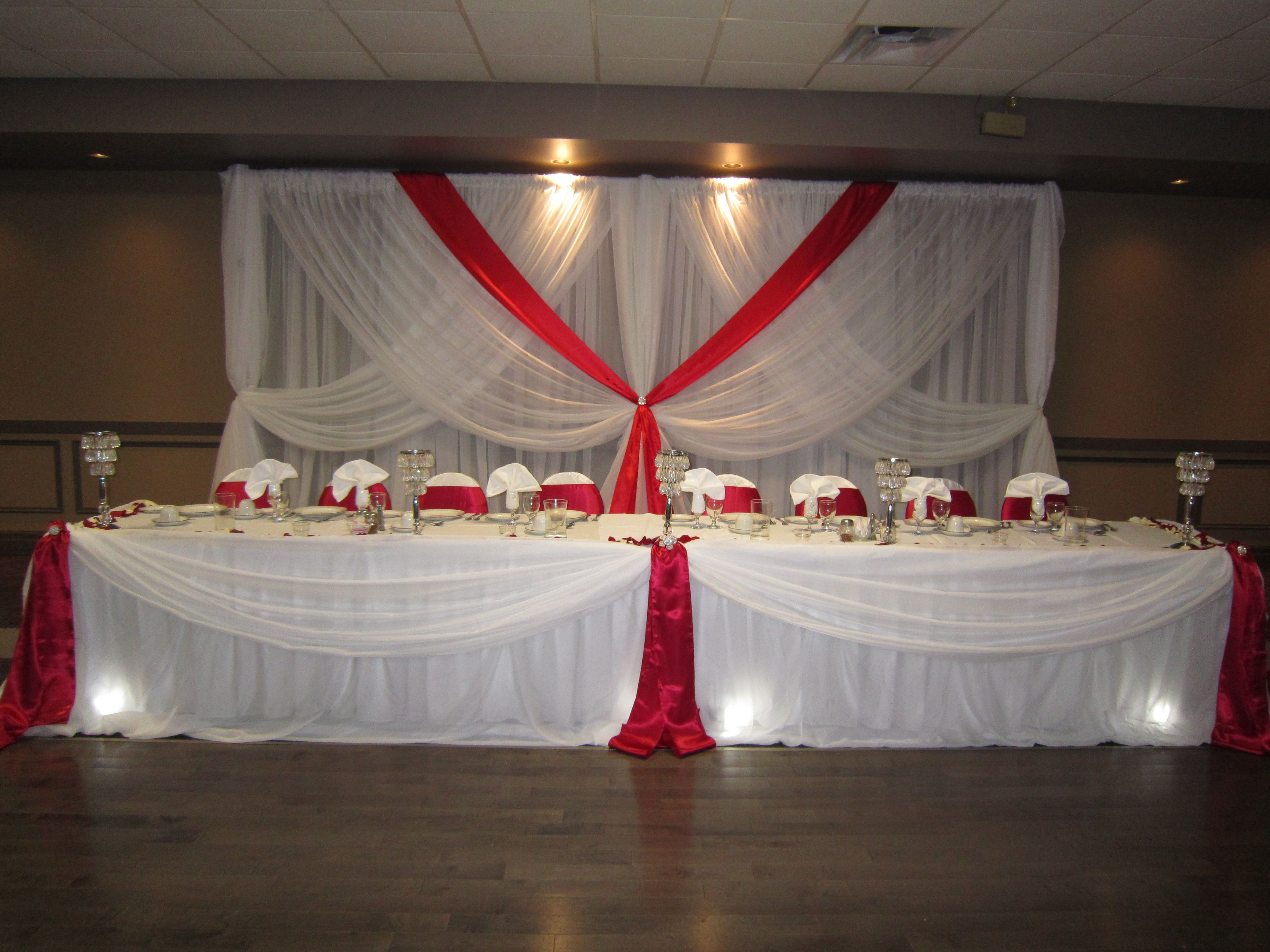 Wedding and red White decorations pictures