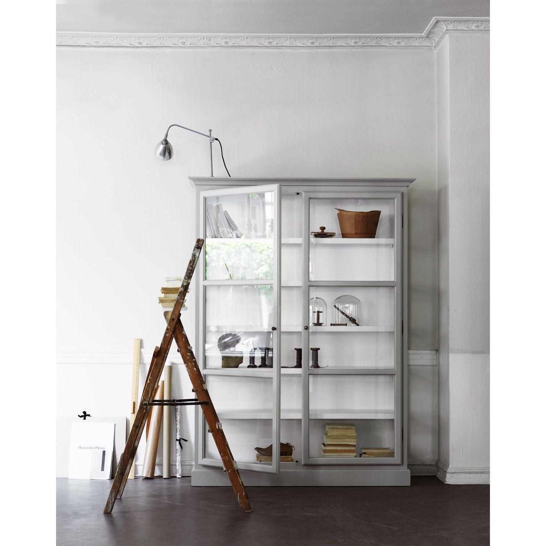 Vitrinskåp V2, ljusgrå i gruppen Möbler  Förvaring  Byråar hos RUM21 se (10