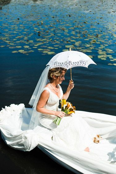Grand entrance ideas for an outdoor wedding: yacht, boat or canoe ...