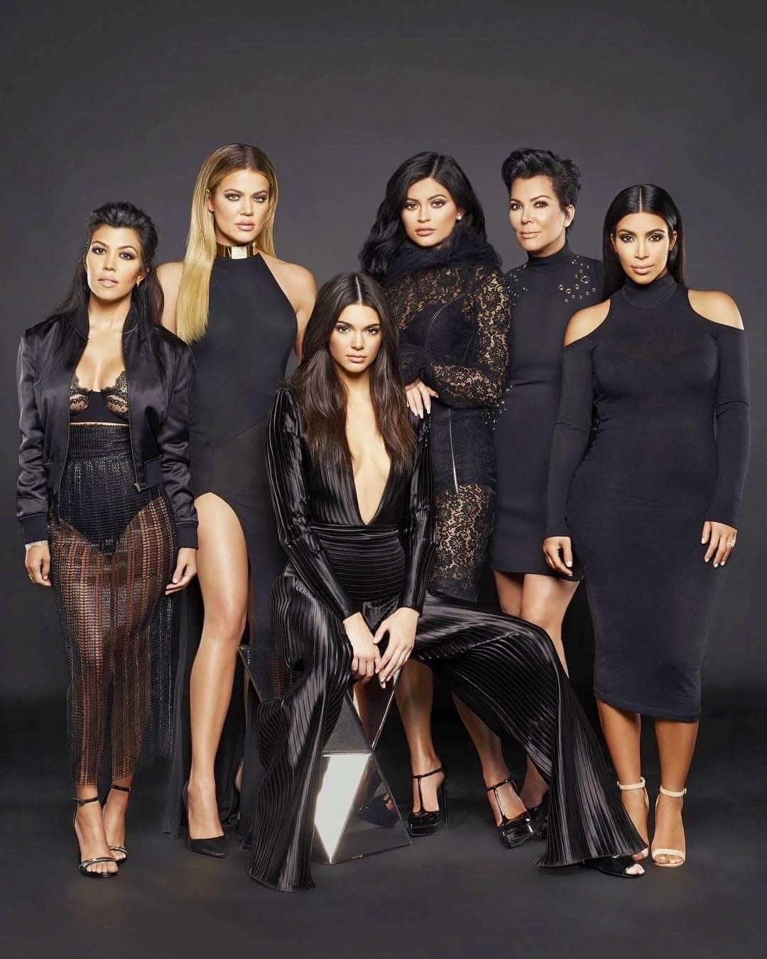 Pin Ot Polzovatelya Yasmeen Abubakar Na Doske Kardashians Modeli Hloi Kardashyan Fotosessii Sester