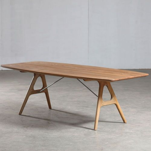 Table contemporaine / en chêne / en noyer / en bois massif TESA by ...