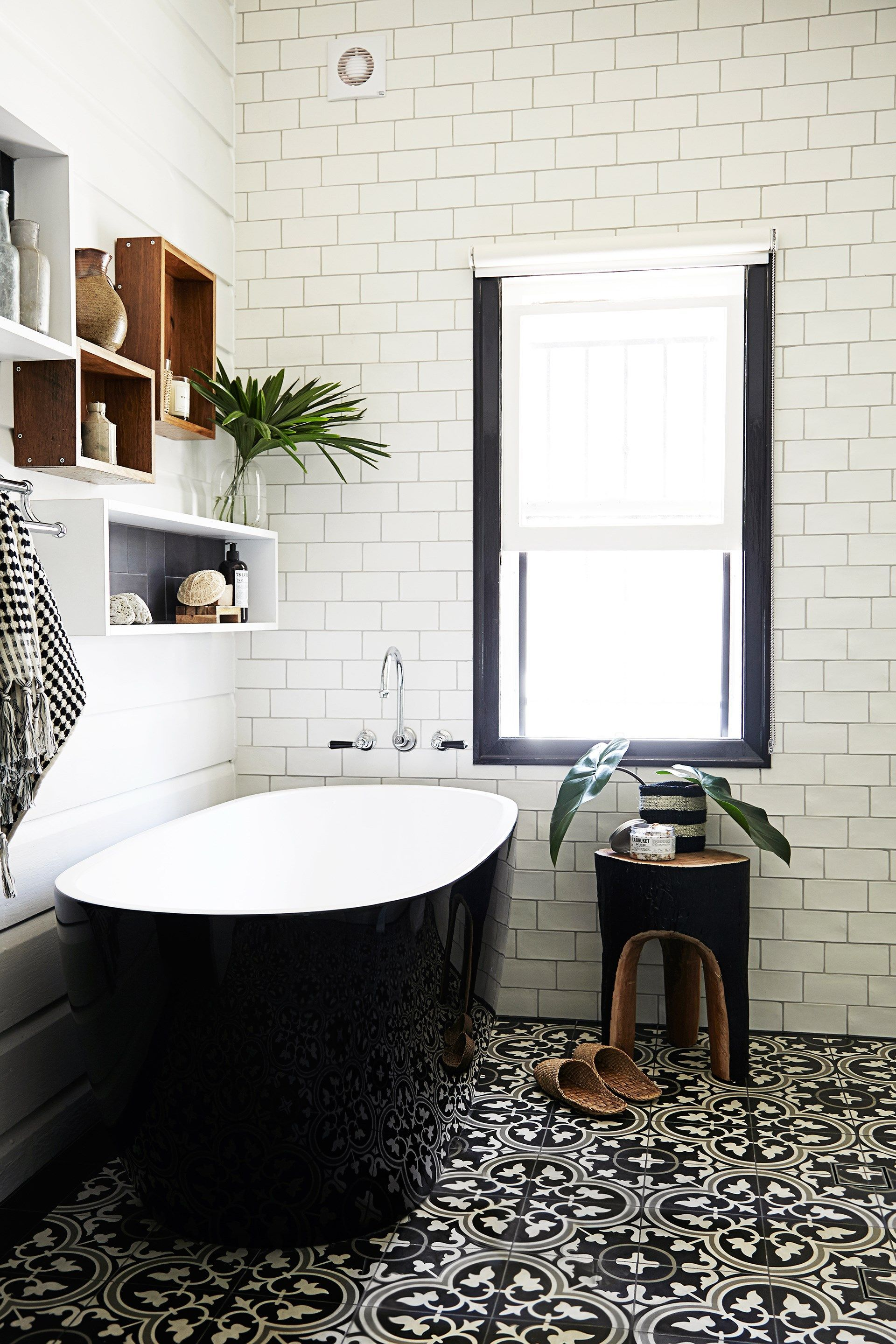 10 Timeless Black & White Bathrooms | target home furnishings gift ...