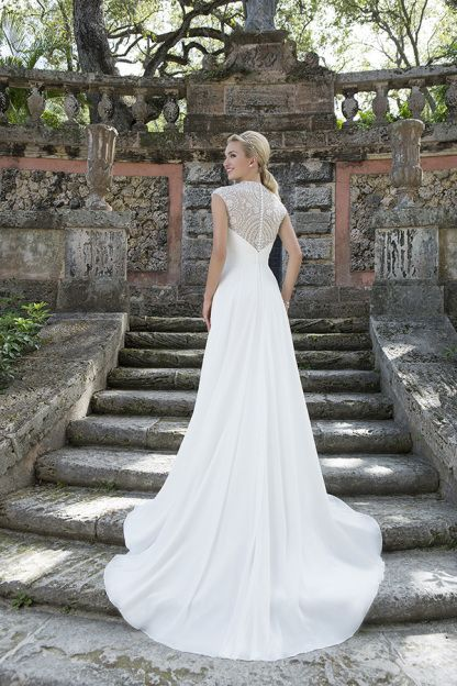 Wedding Dress Finder   StyleMePretty Lookbook