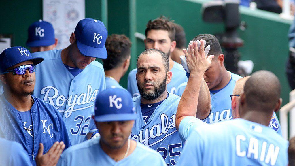 Morales y Kennedy encaminaron a Royals cortando racha de Astros.