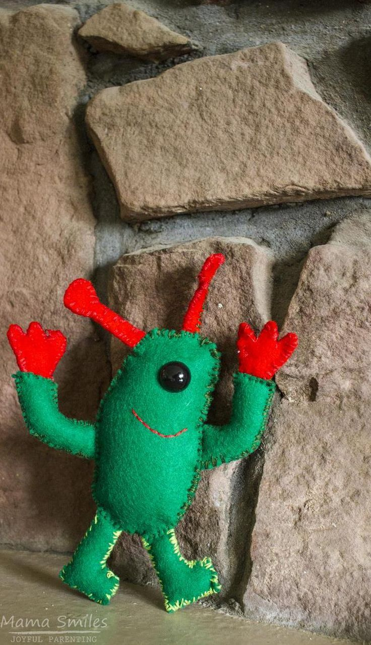 How to Sew a Friendly Felt Alien - Free Pattern Included | Pinterest ...